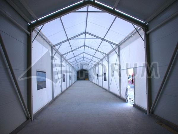 Eine Zelthalle als Gang?